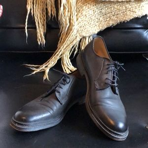 Near new condition Frye oxfords